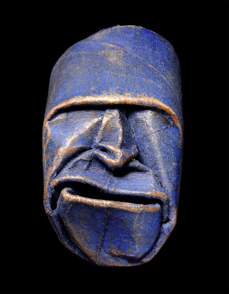 Junior Fritz Jacquet est un artiste français qui a réalisé dernièrement de superbes masques à partir de rouleaux de papier