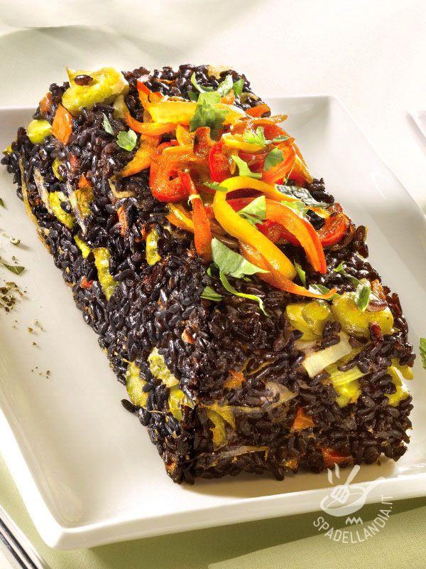 Lo Sformato di riso Venere ai peperoni è una squisitezza da veri gourmand, che potrete servire con effetti scenografici notevoli!