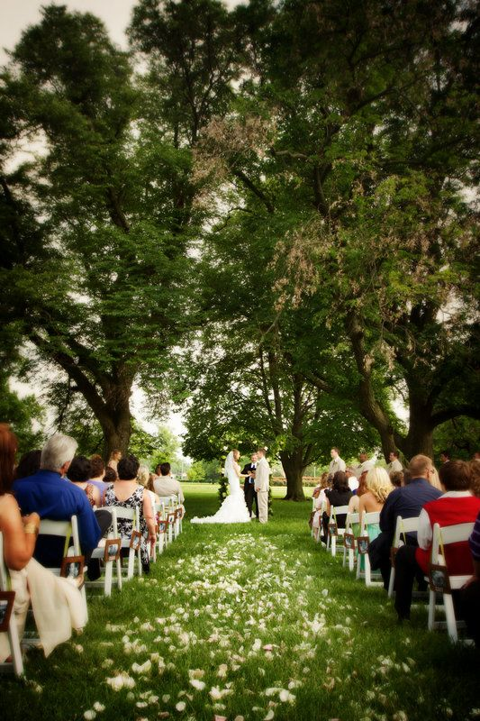 Mark And Jessica S Outdoor Wedding Ceremony At The Olmsted In Louisville Kentucky Photo By