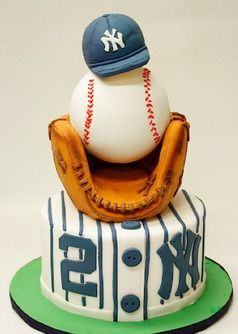 Baseball Cake for the baseball lover in the house ! It can also be for any team
