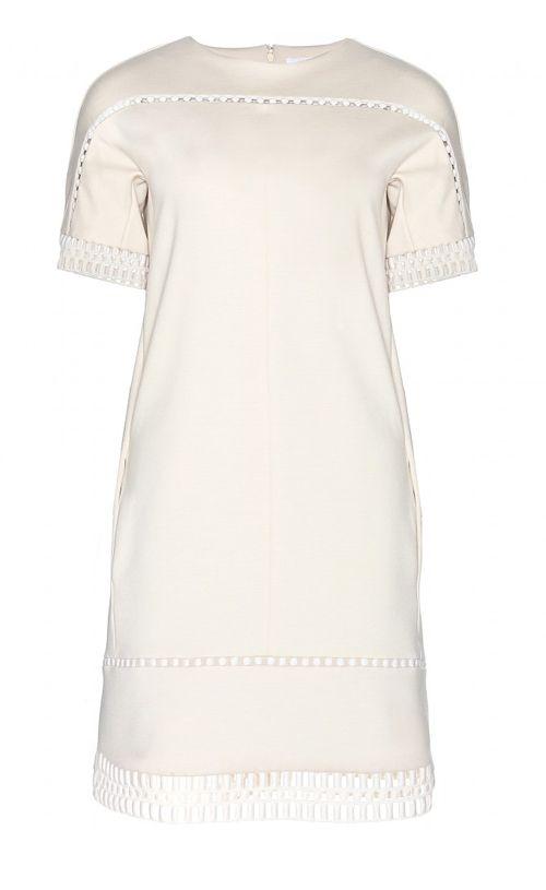 Tijdloos en door de cut-outs ook heel 2014: wollen jurk in vanille-wit. Jurk CHLOÉ via Mytheresa.com € 890,-