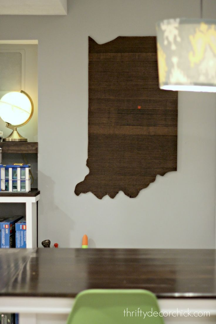 DIY Indiana state wood art. Simple and easy steps with picture tutorial @ThriftyDecorChick