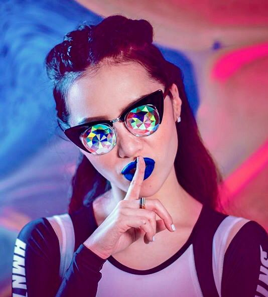 Michelle Phan for h0les eyewear