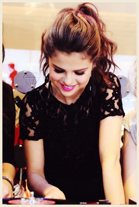 Selena Gomez Heart Lips She's gorge...