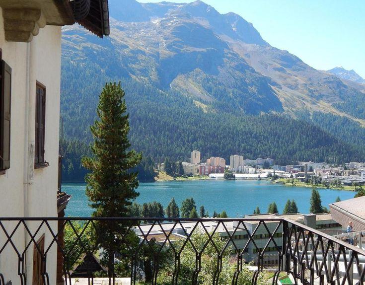 Pohľad na jazero Morizer See - St. Moriz - na druhej strane jazera vidno časť Bad