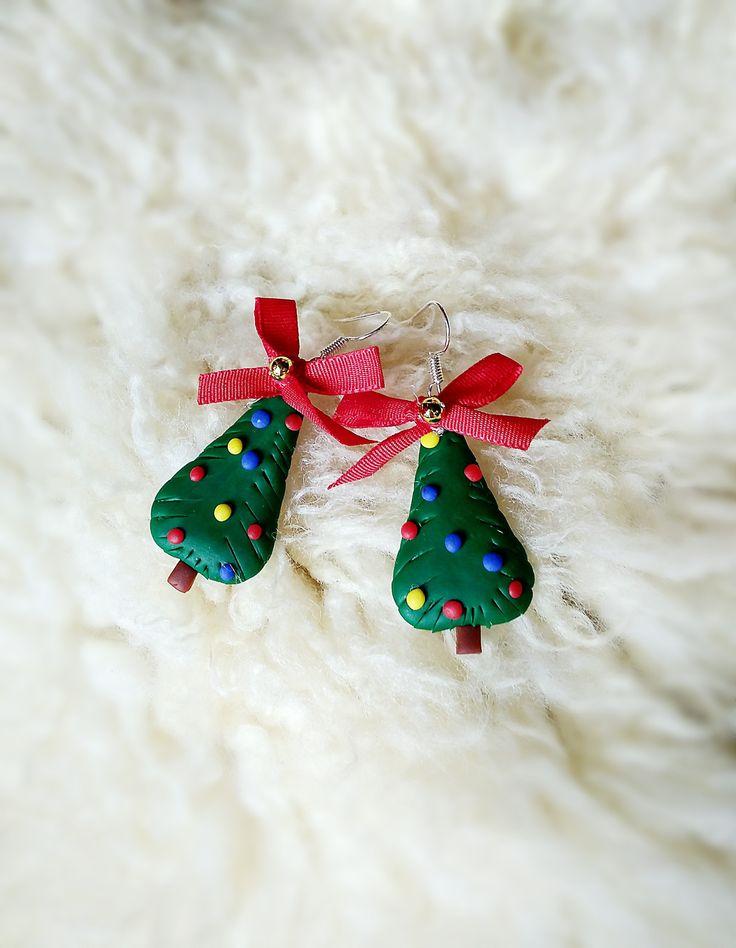 Vánoční+stromky+-+náušnice+Náušnice+z+polymerové+hmoty,+mají+přibližne+3,5+cm.+Chcete+být+originální+na+Vánoce?+Náušnice+ve+tvaru+vánočních+stromečků+Vám+originalitu+zaručí+;)