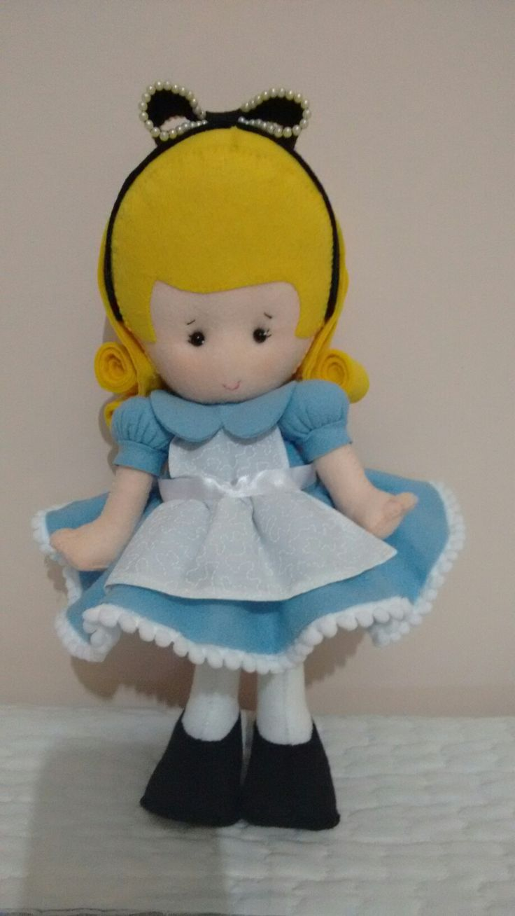 Boneca Alice de feltro fofissima