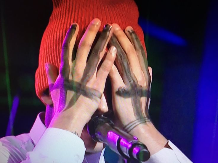 10/8/16 #TøpOnSNL GUYS THIS WAS THE HAND PAINT THE REST IS GONE
