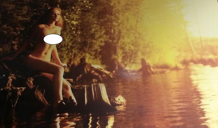 Нудисты или эксгибиционисты: где и зачем загорают люди голышом в Екатеринбурге. Нудистский пляж под Екатеринбургом: в жару приезжает до 70 человек, в непогоду - около 15. Основной контингент - люди от 30 до 70 лет. Костяк - зрелые люди, 35-40-50 лет. В не самую жаркую погоду мужчин приезжает больше, примерно 70%. В жаркую - мужчин и женщин поровну. Основные черты характера нудиста-натуриста: интеллигентность, общительность, такт. По наблюдениям активистов пляжа, одиночек приезжает больше…