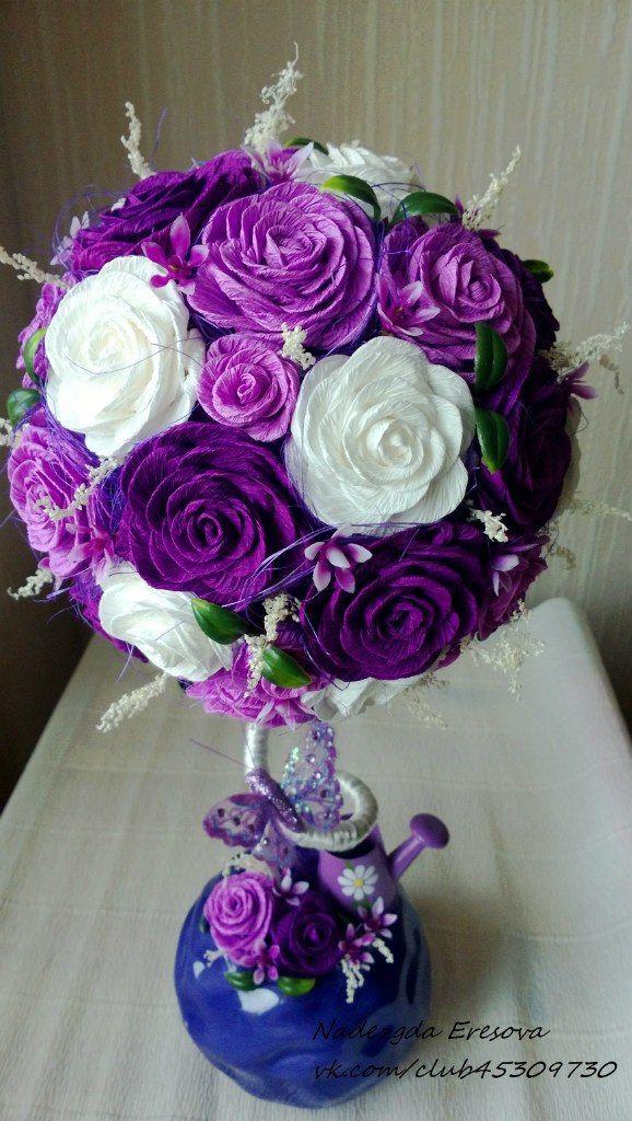 Topiára * fialovo bílé růže z krepového papíru.