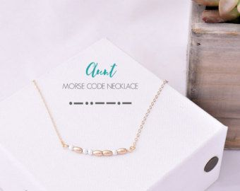This dainty morse code necklace spell out AUNT. Gold plated beads and tiny crystal beads are used as dots and dashes. Its the perfect gift to express your feelings or how much the other person means to you.  Very cute and simple.  Lobster clasp end.  The order includes:  - 1 morse code necklace AUNT  - 1 card with your secret message.  There are multiple colors. Choose the one you like!!(The colors of the main picture are royal blue and turquoise)   Available; - lengths : 14( aprox. 36 cm)…