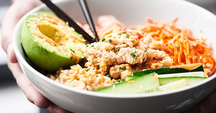 This Spicy Tuna Roll Bowl is a deconstructed version of the spicy tuna roll. Protein packed tuna, brown rice, & veggies all smothered in a spicy mayo sauce.