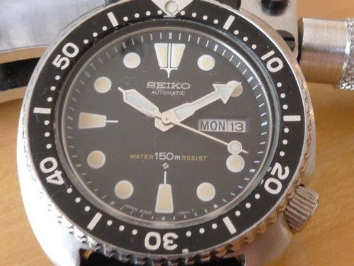 This is a seiko watch that is in very good condition, and it keeps great time. It is all original, except for the seiko signed strap, which is a reproduction. The crown screws down with almost 4 turns. There are no dings on the watch to mention (forgot to take pics of the sides, sorry). A few scratches on the crystal, and some light patina on the indices, giving it that classic aged look. All original. Everything functions properly. I am listing a lot of vintage seikos and other watches…