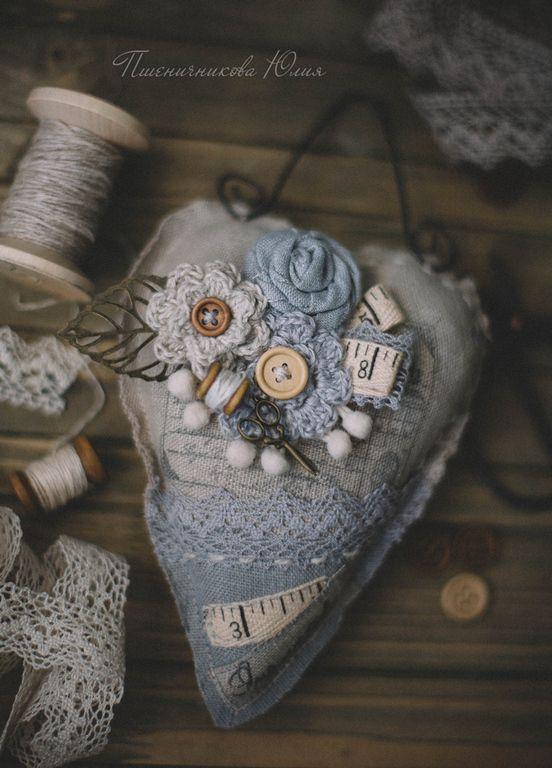 """Купить Брошь и сердце """"Рукодельные чувства"""" - серый, брошь, текстильная брошь, рукоделие, винтаж, , сердце"""