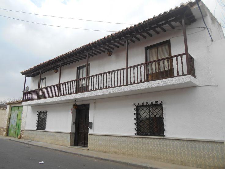Típica casa con balcón tipo corrala