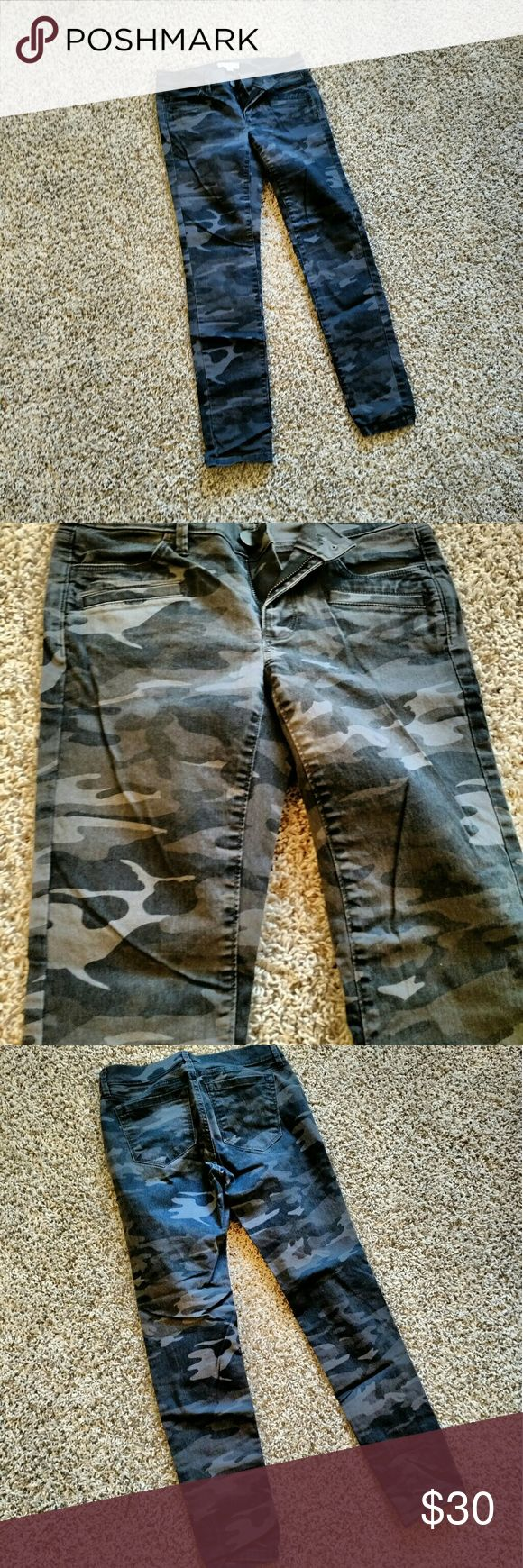 Loft Camo Skinny Pant Twill pant in a grey and black camo. Tags removed but never worn. LOFT Pants Skinny