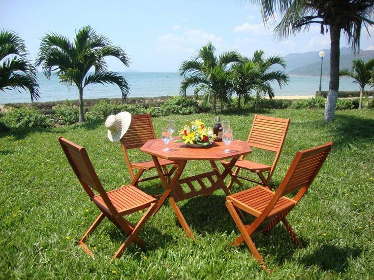 Garden table and chairs dining set in hardwood. This set is available in either 4 or 6 seater sets please select from the drop down list your desired…
