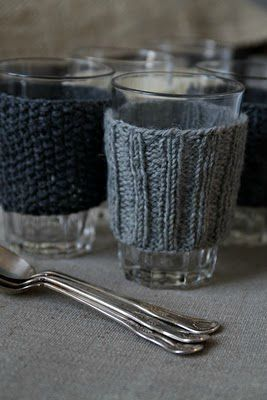 inspiration tricot : pour finir les pelotes de laine et tester de nouveaux points tout en gardant sa tasse bien au chaud!
