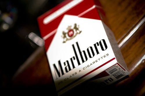 ¿Dejar de fumar engorda? Una de las tantas excusas que se ponen los fumadores para seguir consumiendo esta tan adictiva droga, es que seguro que ganarán unos kilos de más.