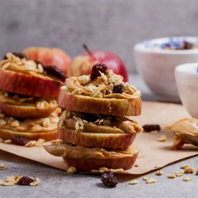 APPLE, GRANOLA & PEANUT BUTTER SANWICHES