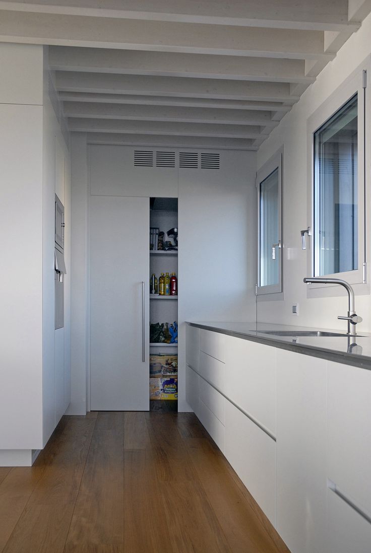 kitchen TIME 45° - a large pantry is hidden behind the wood panelling