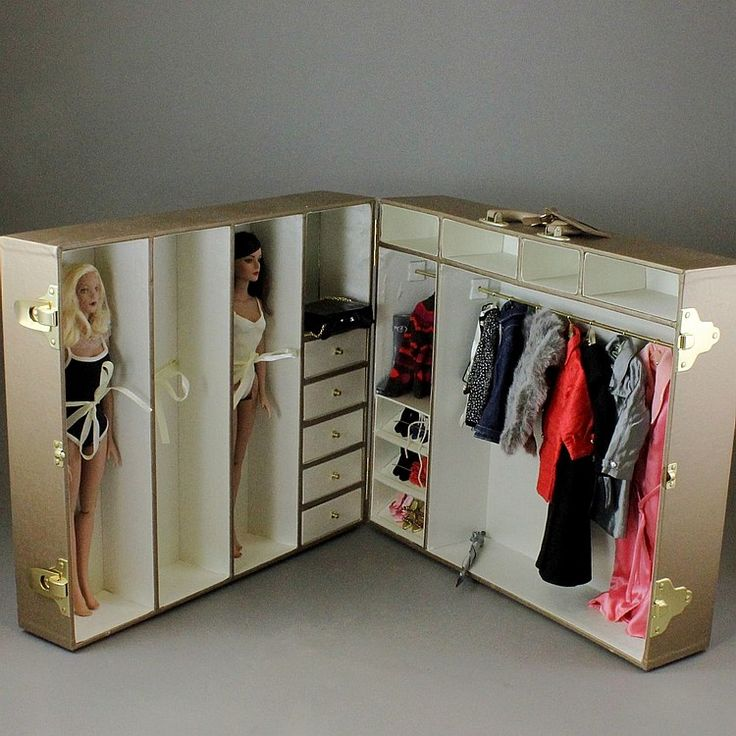 """ROBERT TONNER FASHION DOLLS, CLOTHES AND WARDROBE Description: From the Tyler Wentworth collection - 2 16"""" multijointed vinyl dolls, clothes, and accessories in wardrobe that folds into a carrying case. Overall 20 1/2"""" x 17 1/4""""h x 7 1/2""""d."""