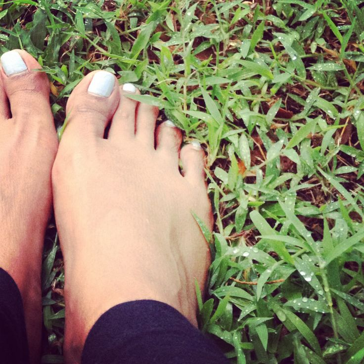 Excuse my feet , i just wanna show u the dew on the grass. Felt  blessed n better after taking off my sneakers n stepped on the wet grass
