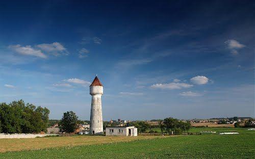 Wodociągowa wieża ciśnień w Wapnie, wybudowana w 1924 roku.