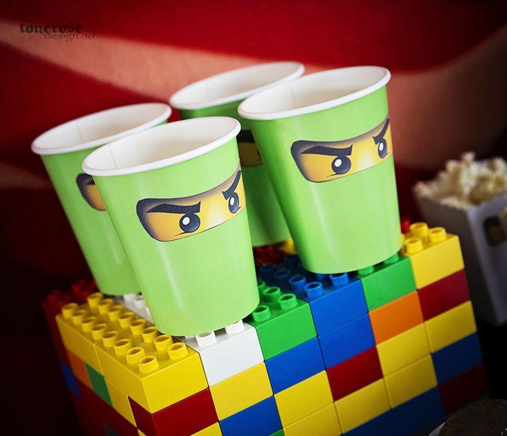 DIY ninja stickers eyes on papercups - fill with popcorn, jello etc =) Ninjago birthday party!  Ninjagobursdag - fest ninja-øyne (klistremerker, print ut selv) på pappkopper! =)