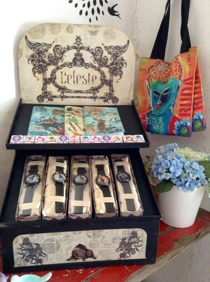 Celeste, relojes ilustrados por la diseñadora Estefania Cardona