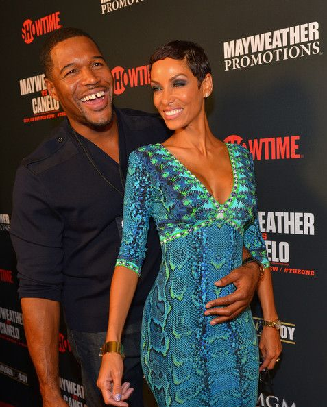 Michael Strahan and Nicole Murphy Photos - Former NFL player and current talk show host Michael Strahan (L) and TV personality Nicole Murphy arrive at the MGM Grand Garden Arena for the Floyd Mayweather Jr. vs. Canelo Alvarez boxing match on September 14, 2013 in Las Vegas, Nevada. - VIP Pre-Fight Party For Showtime PPV's Presentation Of The One: Floyd Mayweather Jr. Vs. Canelo Alvarez