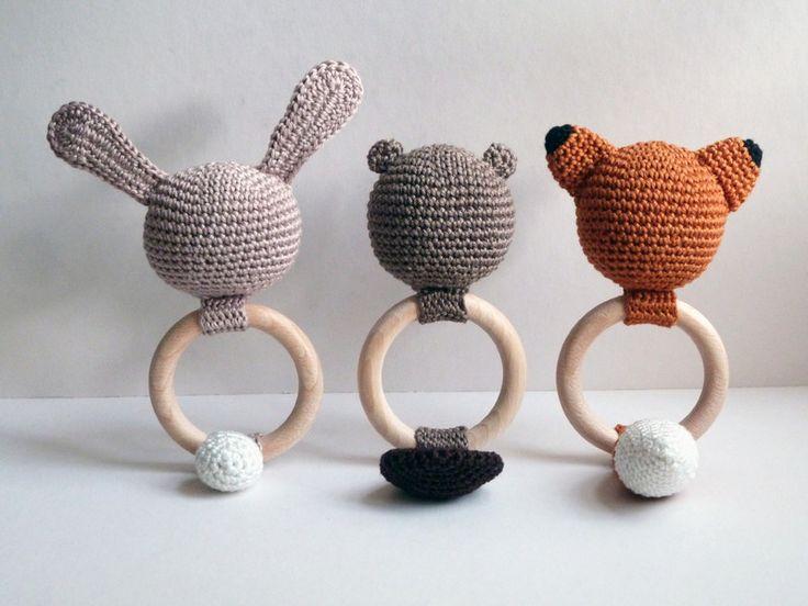 """Hochet """"Bob le Castor"""" // crochet de A FRENCH TOUCH sur DaWanda.com"""