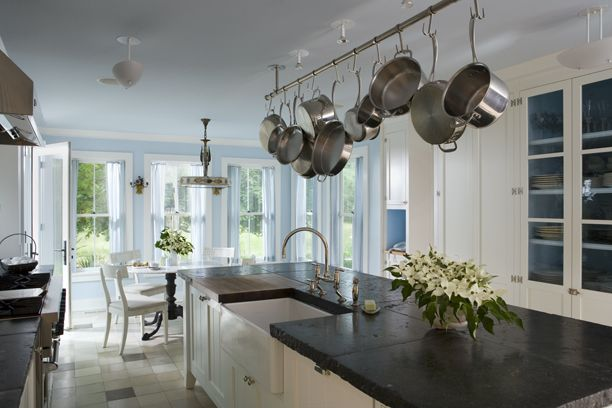 Relaxed and traditional style kitchen