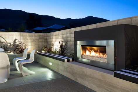 Escea brings the comfort of indoors to outdoor entertaining spaces with the EF5000 outdoor gas fireplace.