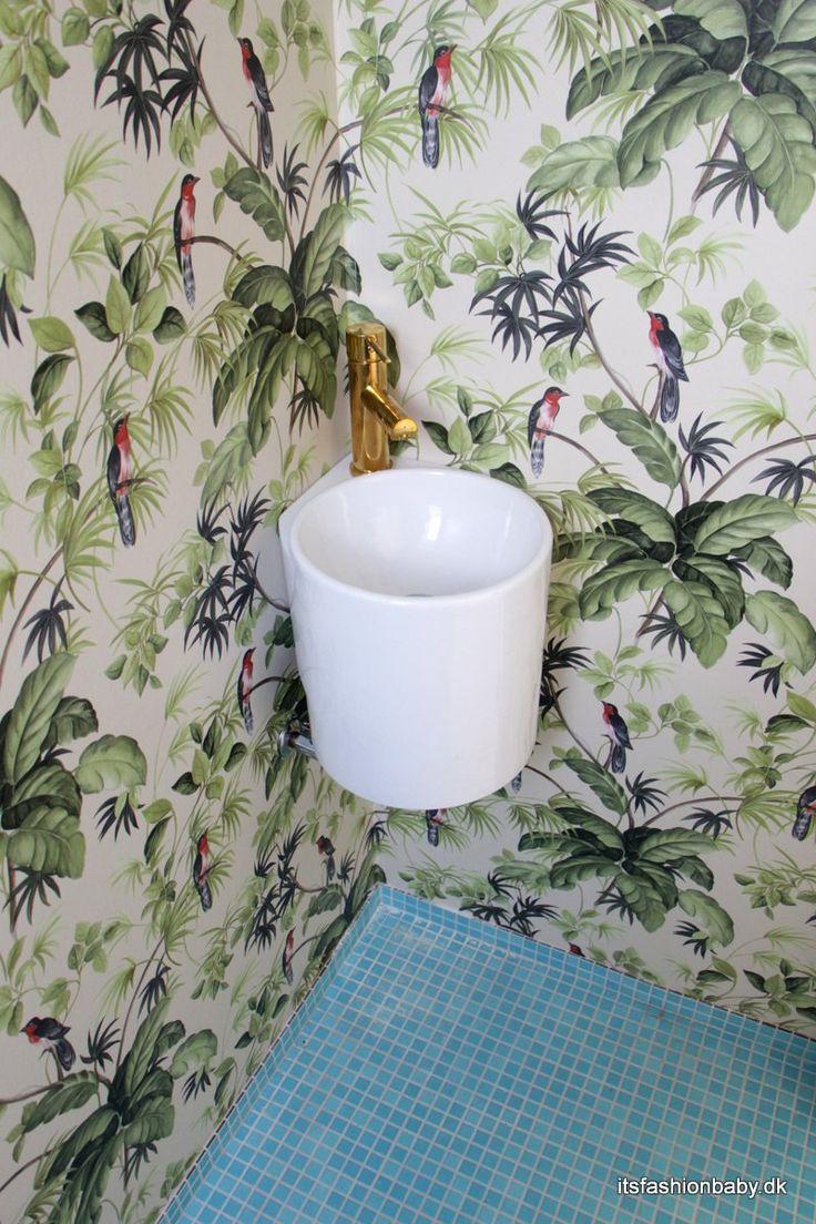 Super smart håndvask som passer perfekt ind i et hjørne, så du spare en masse plads på badeværelset.  Shop håndvasken her: http://www.design4home.dk/shop/haandvask-rotondo-corner-2565p.html