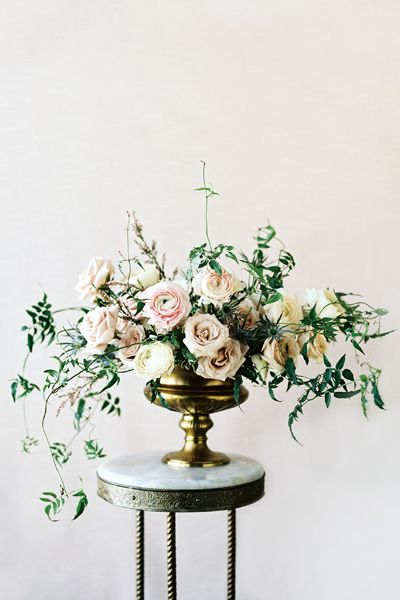 Sarah Winward of Honey of a Thousand Flowers in Salt Lake City, Utah, creates old-world arrangements filled with romance l perennial poetry» flower magazine