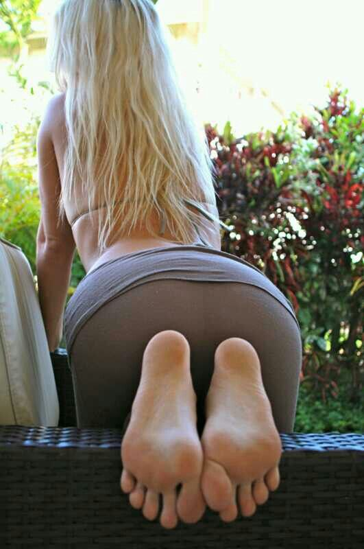 Sexy feet and butt