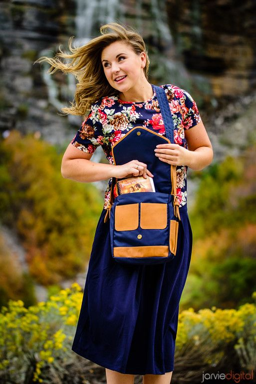 Flor Houston Top, Navy Seattle Skirt, and Navy Philadelphia Bag // Shop now at SheTraveled.com // Sister Missionary Style