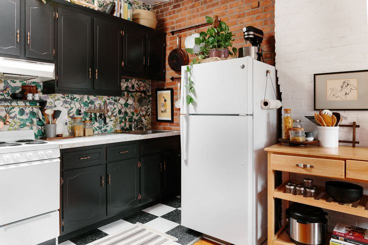 Simple 5-Minute Projects Are the Secret To This Small Kitchen's Success
