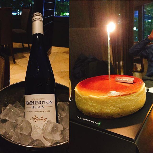 조금 이른 생일축하  . 少し早いけど誕生日祝い . . #생일축하 #이비스스타일강남 #와인 #투썸케이크 #모두고마워요#생일 #誕生日#みんなありがとう #チズケーキ #ワイン #イビスホテル #ibishotel #cheesecake #wine
