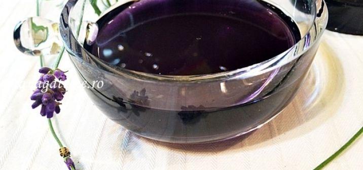 Sirop natural de lavanda, aromat si delicios | Lia vă găteşte