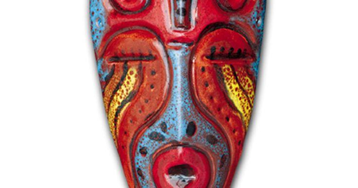 Cómo hacer máscaras africanas caseras. Las máscaras africanas reflejan una cultura conectada con la naturaleza y la espiritualidad. Originalmente creadas por artistas de la tribu, las máscaras eran usadas durante ceremonias y rituales tradicionales. Patrones audaces y colores intensos indicaban el estatus social de la tribu o la religión o los poderes mágicos de un individuo. Hechas de ...