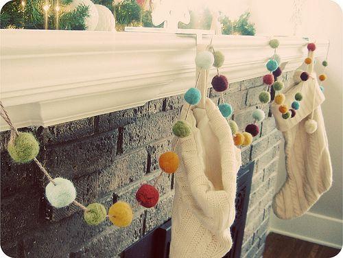 pom pom garland: Idea, Felt Wool, Pompom, Pom Pom Garlands, Felt Ball Garlands, Christmas Decor, Christmas Garlands, Felt Garlands, Mantles