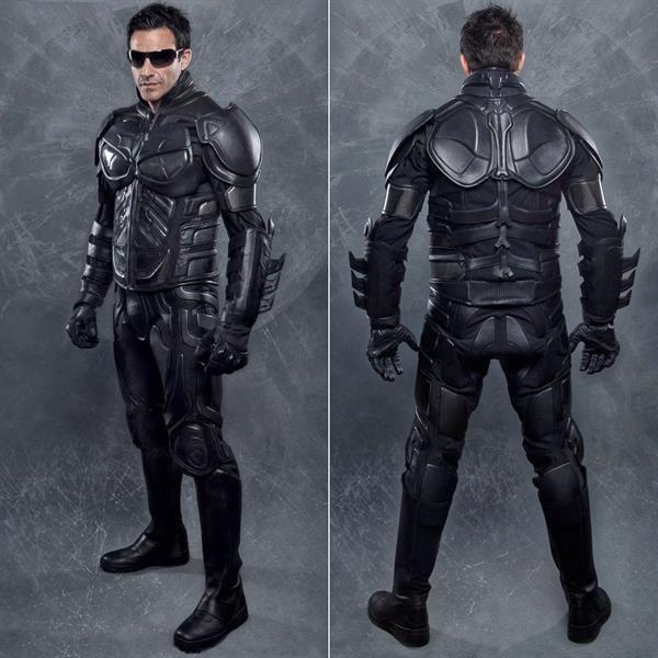 Защитный костюм на мотоцикл