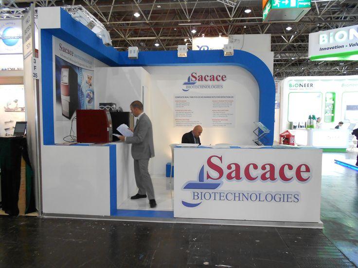MEDICA - Messe Düsseldorf. SACACE. Ricerca, analisi, promozione e comunicazione. Progettazione e realizzazione dell'allestimento dello stand. Photo by honegger