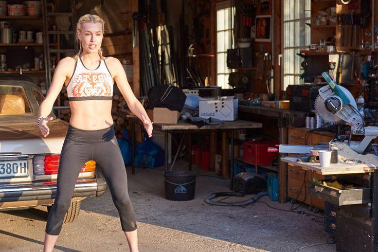 Fett weg mit Lea Light bedeutet: Dein Körper vollbringt Höchstleistungen und die Muskeln zittern. Aber dafür verdient diese Fatburner-Übung den Namen auch.