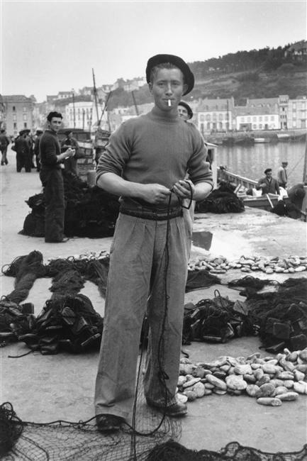 Denise Colomb, Young Sailor, Finistère, 1950  C'est à Audierne !