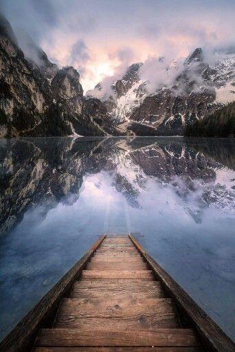 """""""Sass dia Porta"""" @ Lago di Braies [Dolomiten - Land der Drei Zinnen]  Guten Morgen,  momentan befinde ich mich im unglaublichen Nationalpark der Dolomiten in Italien! Wo man auch hinschaut, fällt einem nur das Wort """"Spektakulär"""" ein. Zum jetzigen Zeitpunkt befinde ich mich schon auf dem Weg zur bekanntesten Gebirgsformation """"Tre Cime di Lavaredo - Die Drei Zinnen""""  Der Pragser Wildsee, auch """"Perle der Dolomitenseen"""" genannt, liegt im gleichnamigen Pragsertal, das zwischen Welsberg und…"""