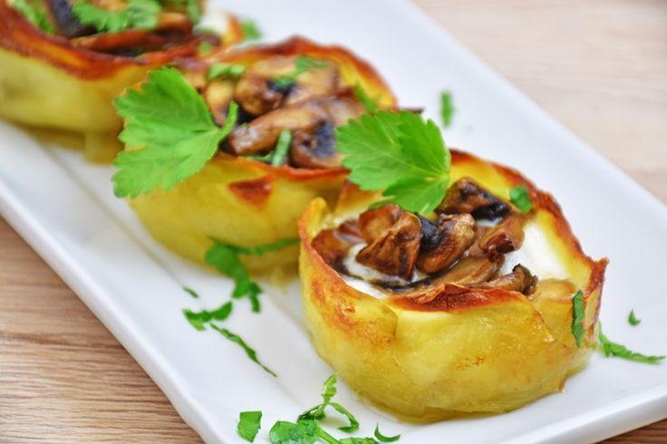 I cestini di patate ripieni sono un antipasto davvero molto originale e particolare perfetto da servire anche come contorno. Ecco la ricetta