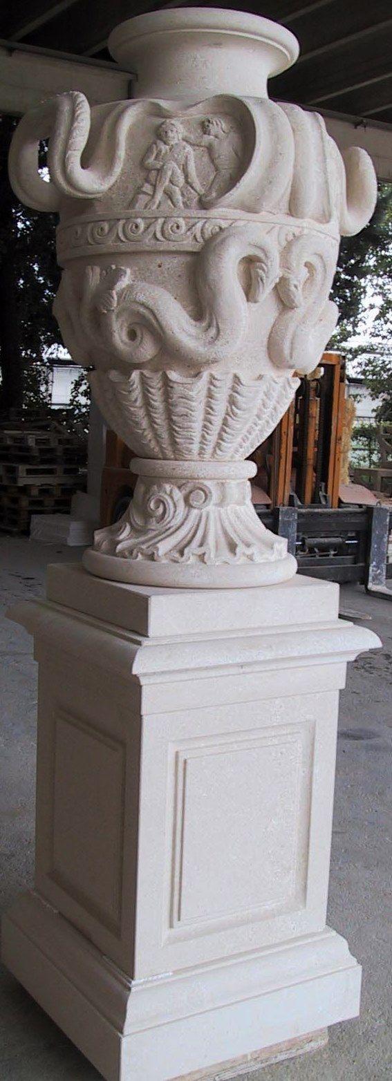 Wolfgan model deocrated Urn and pedestral in italian Vicenza limestone - design by Garden Ornaments Stone srl - www.gardenorn.com